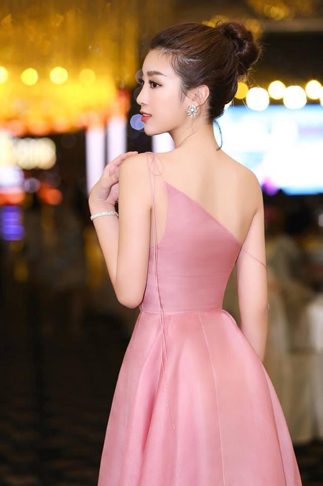 Đỗ Mỹ Linh: Từ cô gái bị chê bầm dập với nhan sắc 'thiếu mì chính' lúc đăng quang đến danh xưng 'Hoa hậu bảo vật quốc gia' - 2