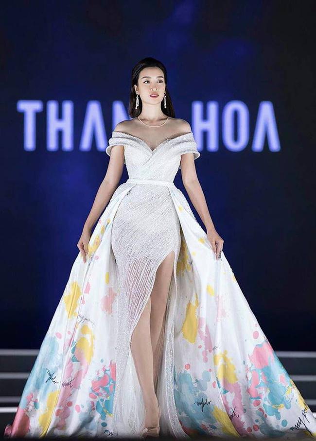 Đỗ Mỹ Linh: Từ cô gái bị chê bầm dập với nhan sắc 'thiếu mì chính' lúc đăng quang đến danh xưng 'Hoa hậu bảo vật quốc gia' - 4