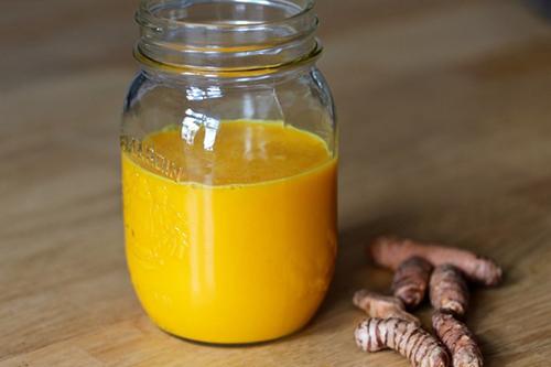 Giảm béo bụng nhanh nhờ trộn dầu dừa vào tinh bột nghệ