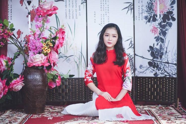 Nữ sinh ĐH Mở gây sốt MXH với bộ ảnh khoe áo dài trung thu