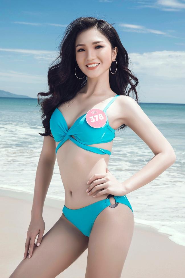 Thí sinh Hoa hậu Việt Nam khoe dáng trong trang phục bikini trước đêm chung kết