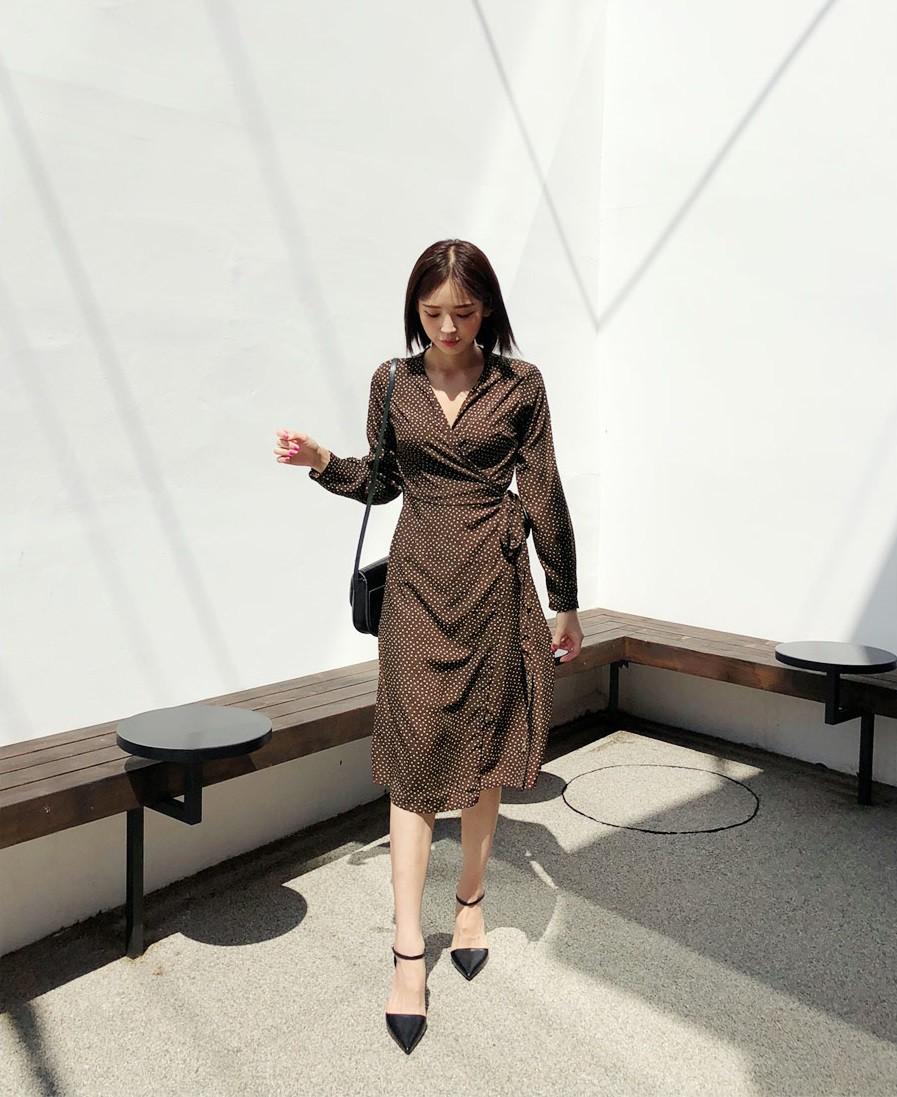 Vòng bụng lớn chỉ là chuyện nhỏ bởi đã có 5 kiểu váy liền giúp các nàng che giấu hoàn hảo
