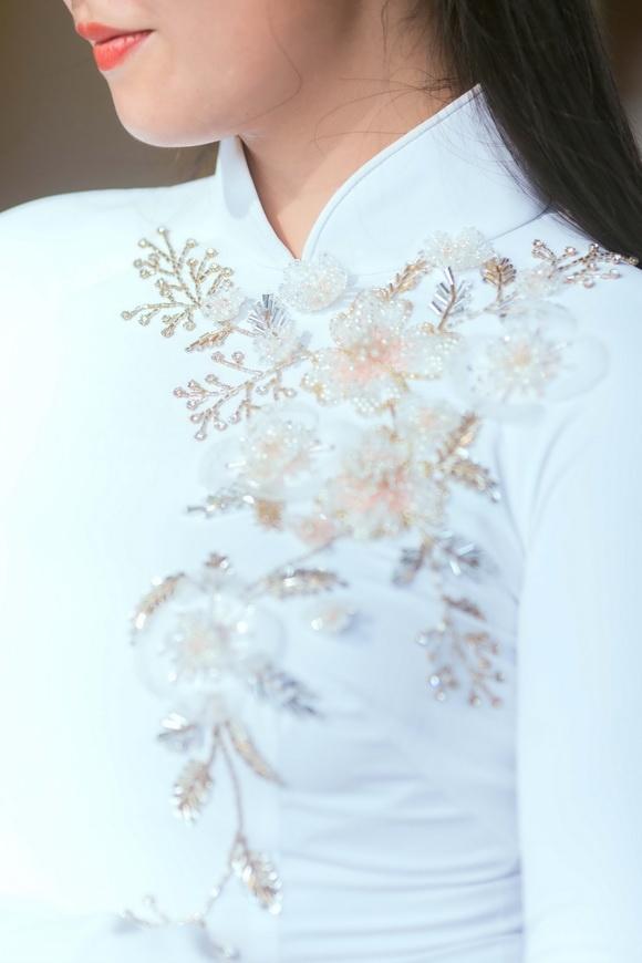 Ngọc Hân duyên dáng trong từng khuôn hình, thước ảnh khi diện áo dài