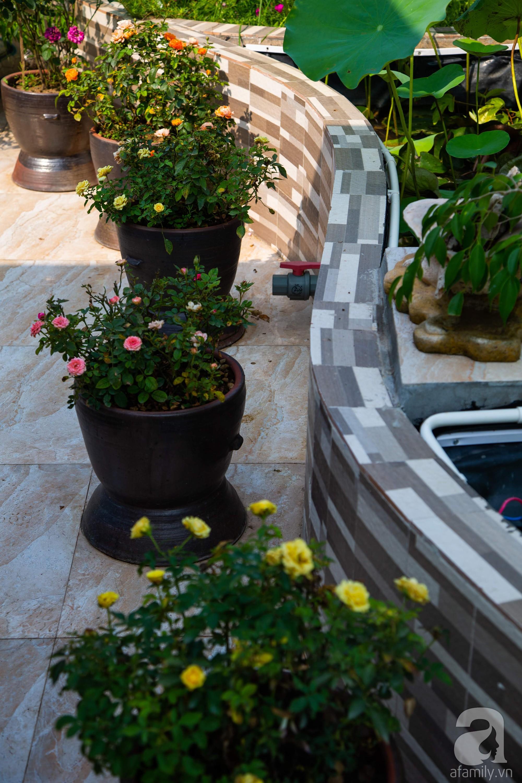 Khu vườn trên sân thượng rộng 200m² đẹp ngỡ ngàng với trăm loài hoa đua nhau khoe sắc ở Hà Nội - 16