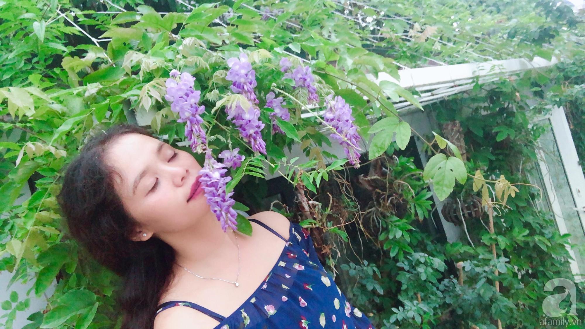 Khu vườn trên sân thượng rộng 200m² đẹp ngỡ ngàng với trăm loài hoa đua nhau khoe sắc ở Hà Nội - 2