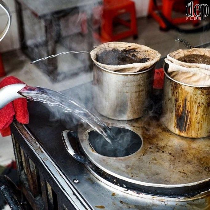 Cafe Vợt - nơi mà bất cứ dân sành cà phê nào cũng phải ghé khi đến Sài Gòn