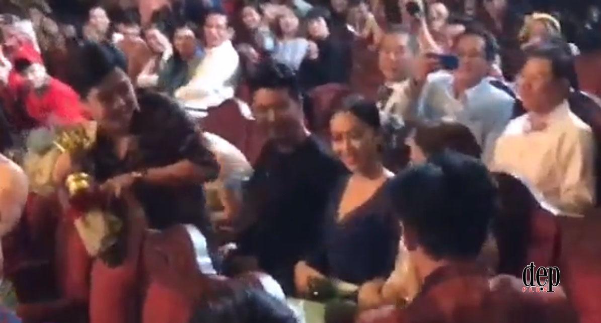 Đây là phản ứng của Nhã Phương khi bất ngờ được Trường Giang cầu hôn lãng mạn ngay trên sân khấu trực tiếp