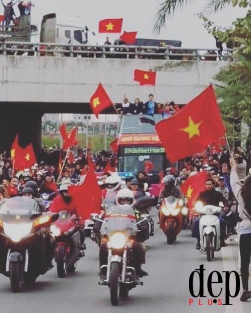 Choáng ngợp với cảnh tượng chào đón những người hùng U23 Việt Nam trở về