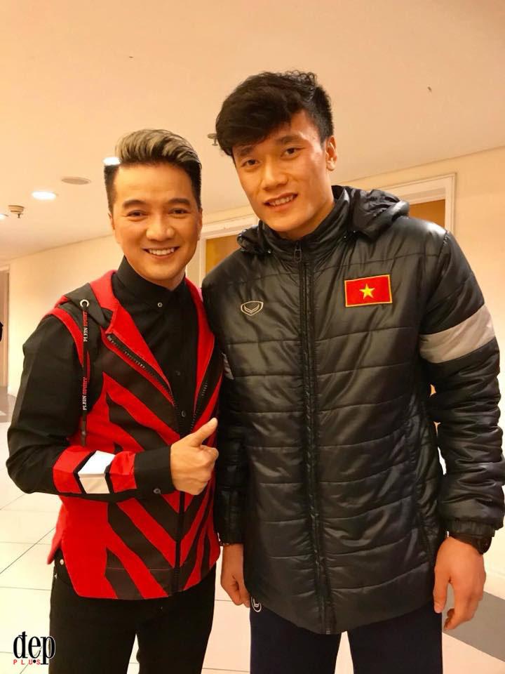 Đàm Vĩnh Hưng hạnh phúc khi được các cầu thủ U23 Việt Nam gọi là soái ca