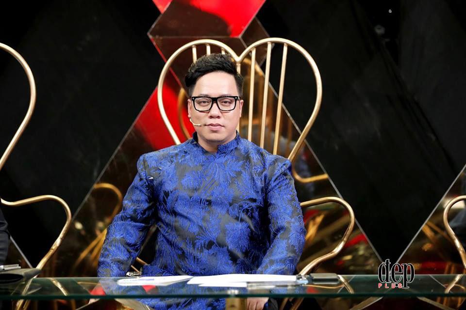 Bị Tùng Leo đá đểu ăn theo U23, Đàm Vĩnh Hưng lên tiếng dằn mặt đàn em