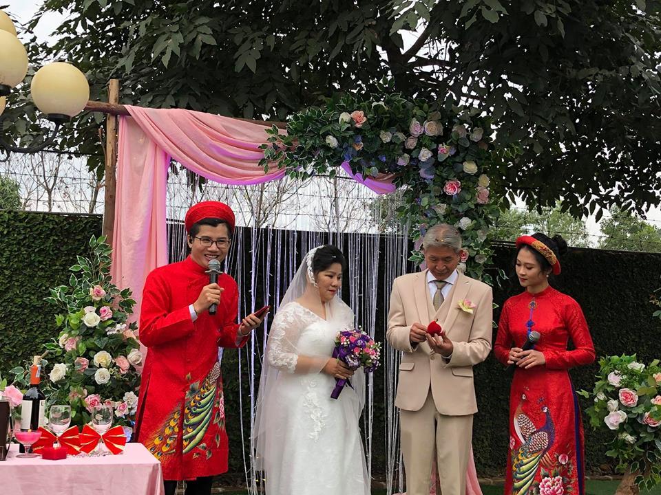 Ở tuổi 70, NSND Thanh Hoa bất ngờ làm đám cưới với ông xã sau hơn 30 năm chung sống