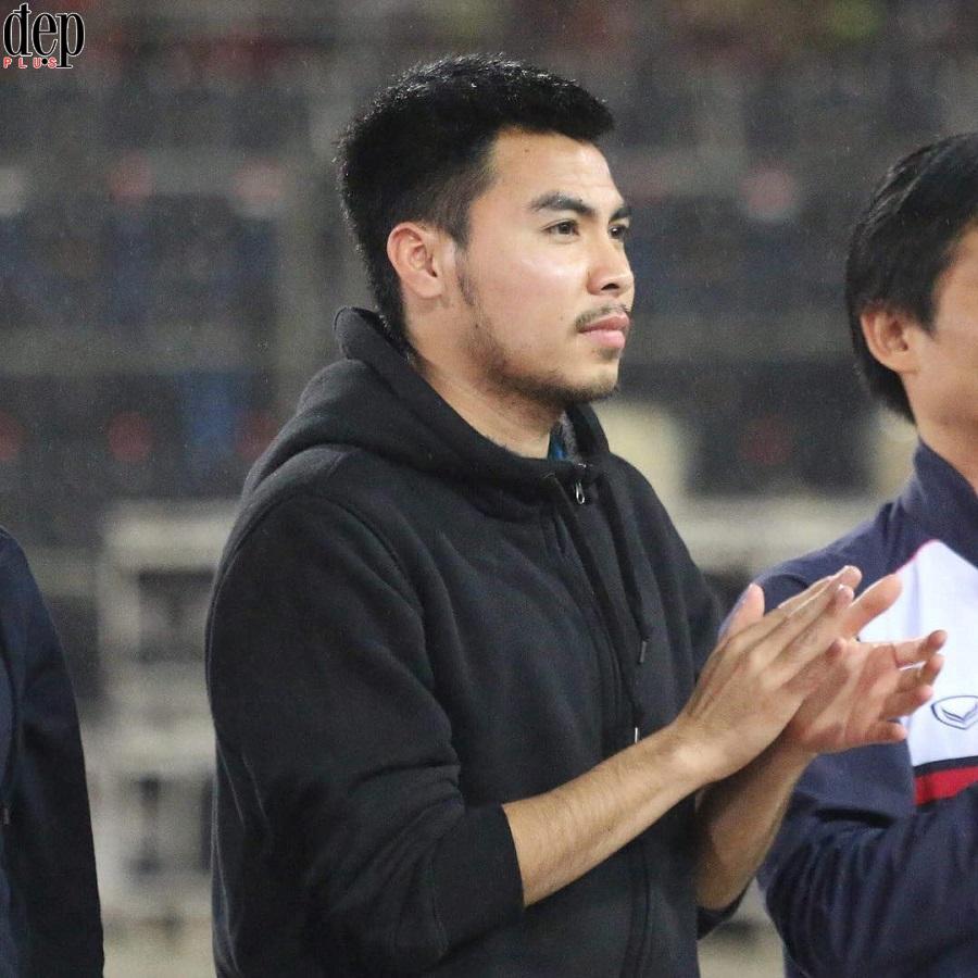 Dàn cầu thủ U23 Việt Nam đua nhau tút lại nhan sắc sau khi về nước