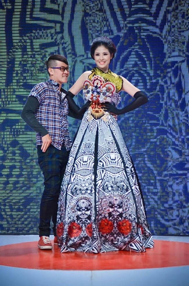 Những lần sao Việt phải ngượng chín mặt vì sự cố rách áo, bục quần trên sân khấu