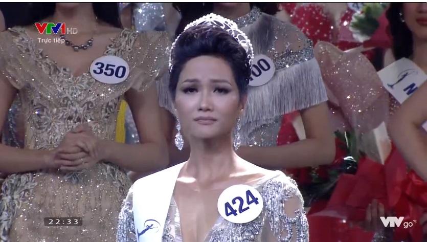 Cô gái dân tộc Hhen Niê vừa đăng quang Hoa hậu Hoàn vũ Việt Nam 2017 là ai?