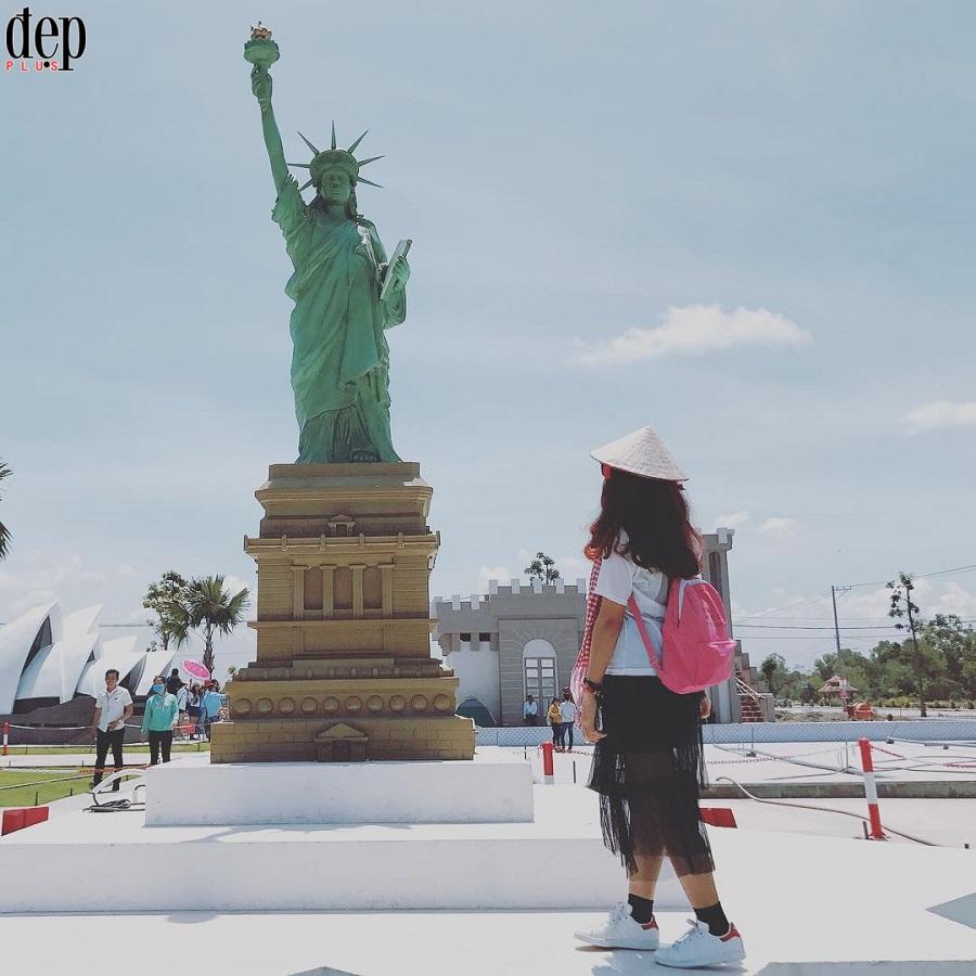 Chẳng cần phải xuất ngoại cùng có thể đi vòng quanh thế giới ngắm hết kì quan nổi tiếng ngay ở Việt Nam