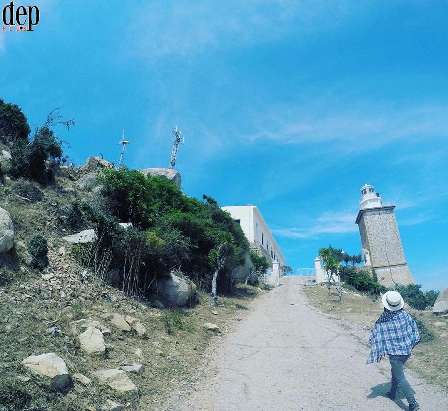 Về chơi vườn nho Ninh Thuận đừng quên ghé thăm hải đăng Mũi Dinh