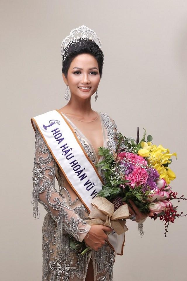 Hoa hậu H'Hen Niê lần đầu tiên lên tiếng đầy bất ngờ về nhà báo đã miệt thị cô nặng nề