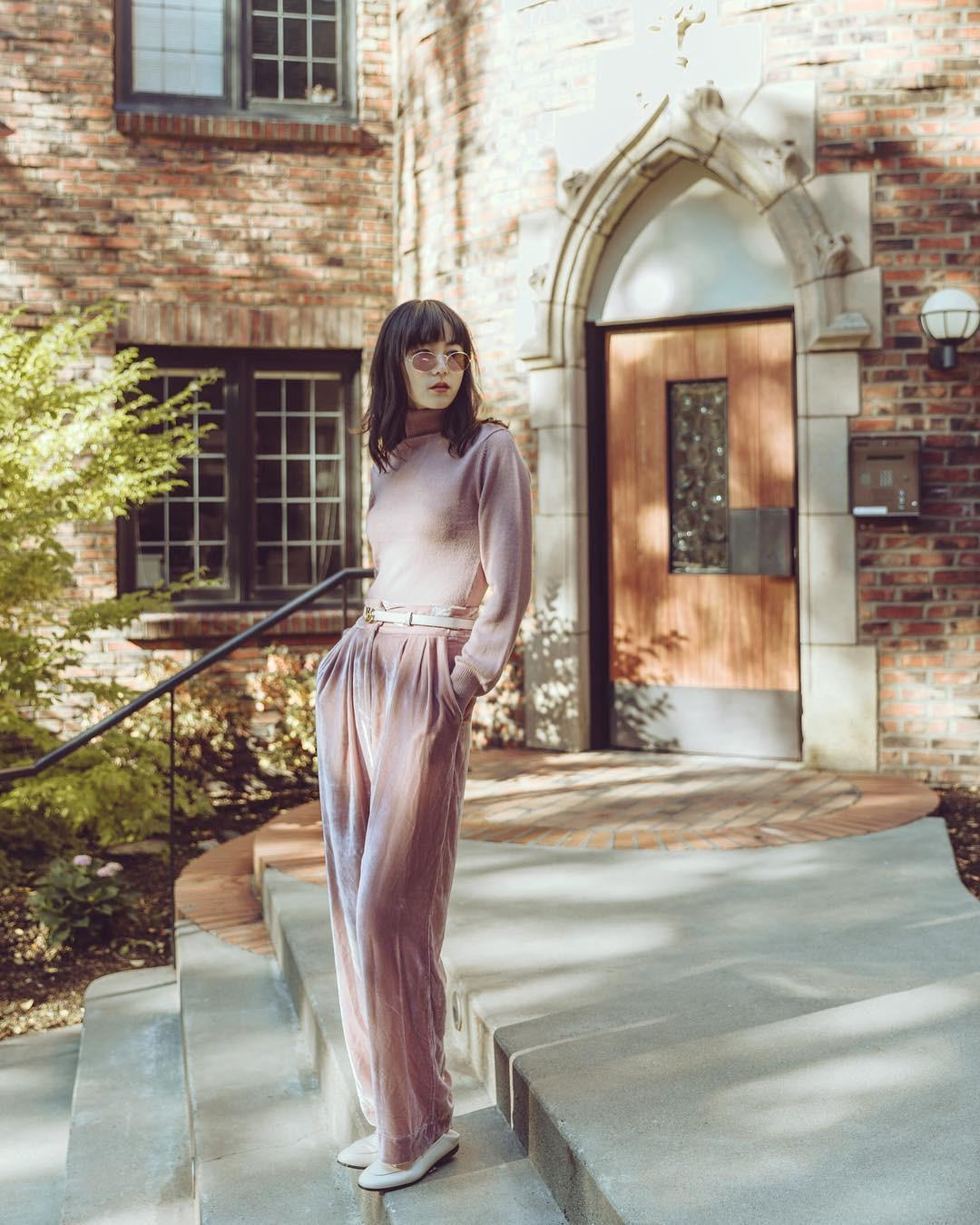Chẳng thể diện váy vóc thường xuyên vào mùa lạnh thì các nàng công sở đã có 4 mẫu quần chuẩn thanh lịch này - 4