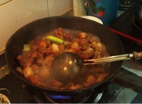 Bí quyết để có món thịt heo kho ngon ngây ngất, thơm ngậy, đậm đà nhờ thứ gia vị đặc biệt này - 2