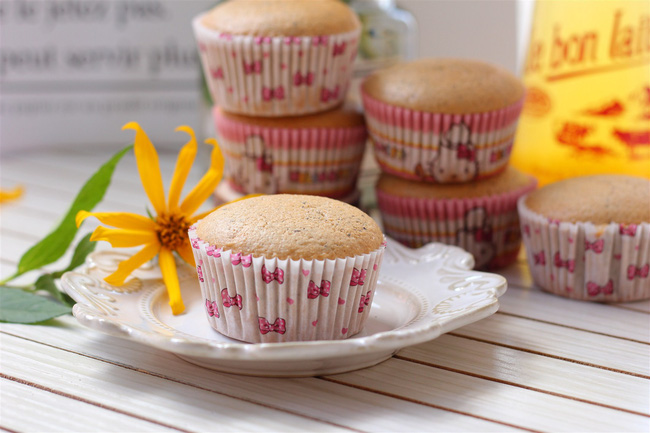 Bất cứ ai thích uống trà sữa hẳn sẽ mê mẩn ngay với món cupcake trà sữa mềm ngon thơm phức này - 4