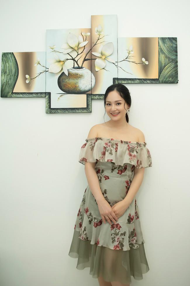 Lan Phương gợi cảm khoe vai trần, đọ sắc cùng 'tiểu tam' Trang Cherry - 1