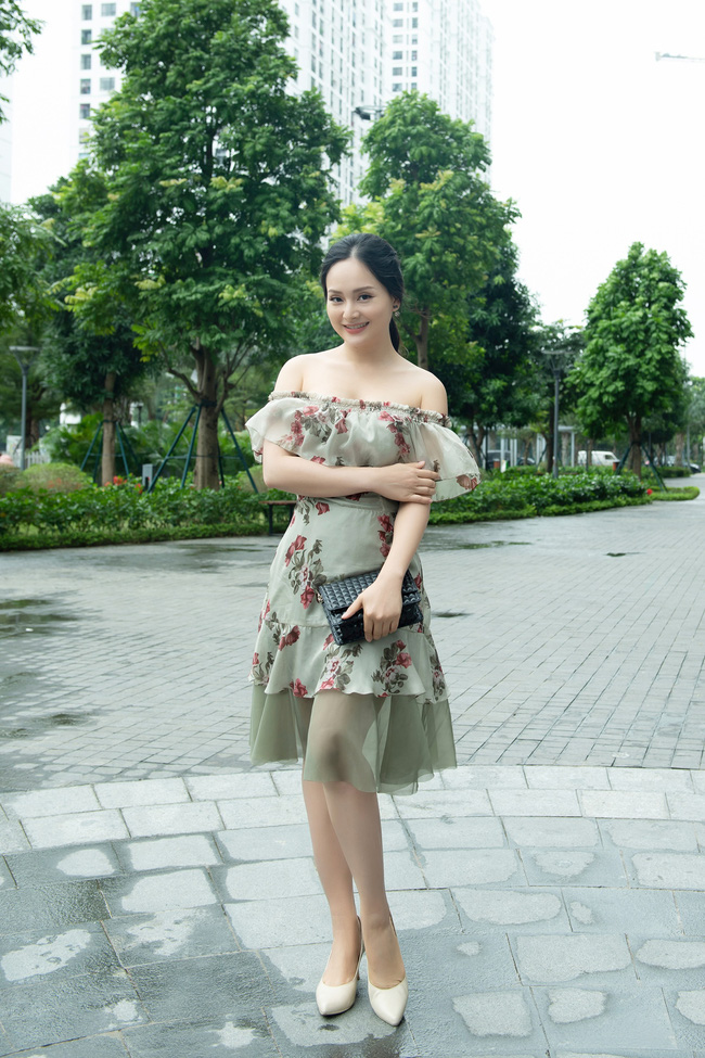 Lan Phương gợi cảm khoe vai trần, đọ sắc cùng 'tiểu tam' Trang Cherry - 2