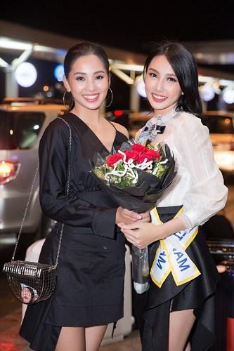 Hoa hậu Tiểu Vy đến tiễn Thùy Tiên lên đường thi Miss International
