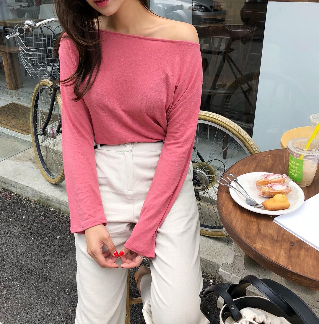 5 kiểu áo thun dài tay hoàn hảo cho những ngày nóng lạnh thất thường, diện lên sành điệu và trẻ trung hết mực - 18