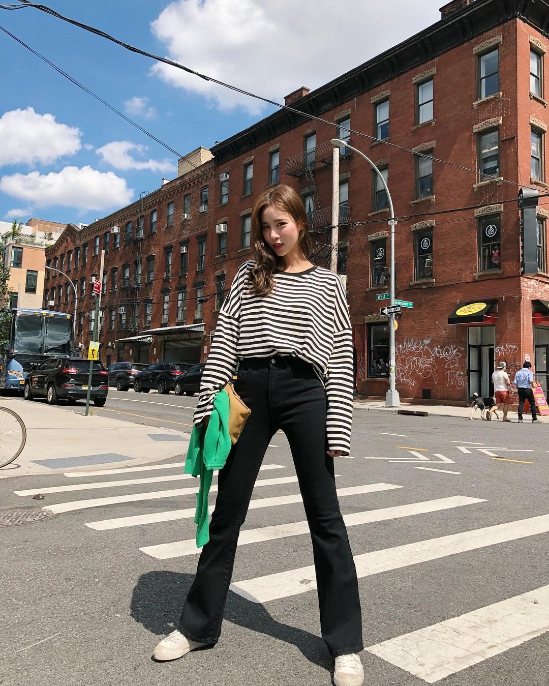 5 kiểu áo thun dài tay hoàn hảo cho những ngày nóng lạnh thất thường, diện lên sành điệu và trẻ trung hết mực - 5