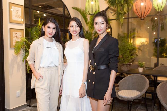 Cuộc gặp hiếm có của các đại diện Việt thi Hoa hậu Quốc tế: Nguyễn Thúc Thùy Tiên đẹp dịu dàng bên đàn chị