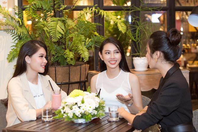 Cuộc gặp hiếm có của các đại diện Việt thi Hoa hậu Quốc tế: Nguyễn Thúc Thùy Tiên đẹp dịu dàng bên đàn chị - 2