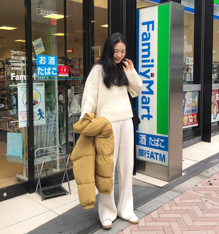 Diện lên vừa 'tây' lại thoải mái tuyệt đối, quần len chính là item mà các nàng cần sắm ngay cho tủ đồ mùa lạnh - 6