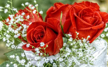 Kết quả hình ảnh cho hình ảnh tặng hoa ngày phụ nữ việt nam