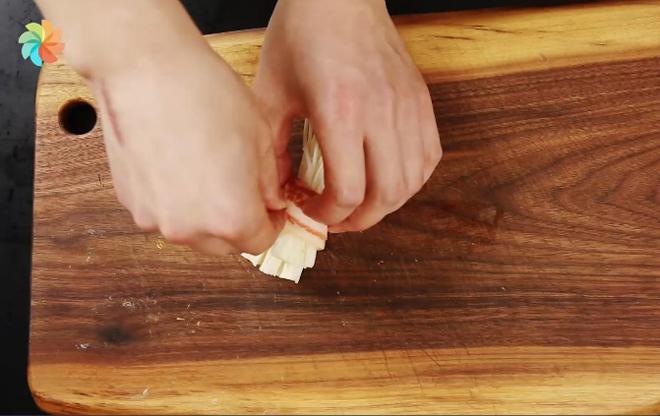 Ba chỉ heo cuộn nấm kim châm sốt dầu hào nóng hổi vừa ăn vừa thổi