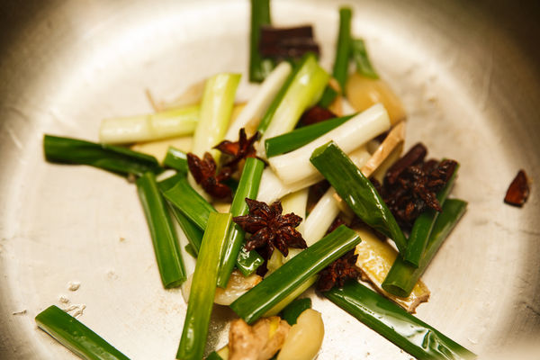 Chân giò hầm đậu phộng béo bùi, thơm nức cho bữa cơm chiều