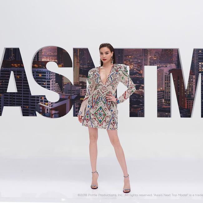 Hồ Ngọc Hà diện set đồ 130 triệu, 'chiếm sóng' màn thử thách các thí sinh tại Asia's Next Top Model - 9