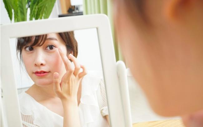 Đến Nhã Phương chắc cũng cần áp dụng cách này mới có thể giảm bớt nếp nhăn quanh mắt