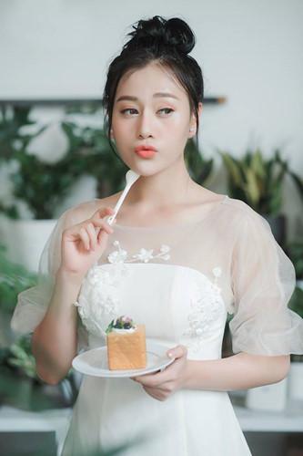 Ngỡ ngàng kiểu ăn mặc của nữ diễn viên Quỳnh búp bê
