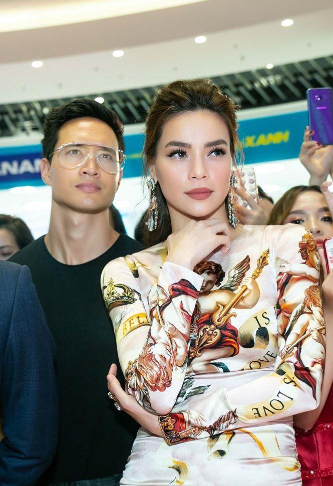 Giữa tin đồn rạn nứt, Hà Hồ và Kim Lý vẫn tình tứ bên nhau