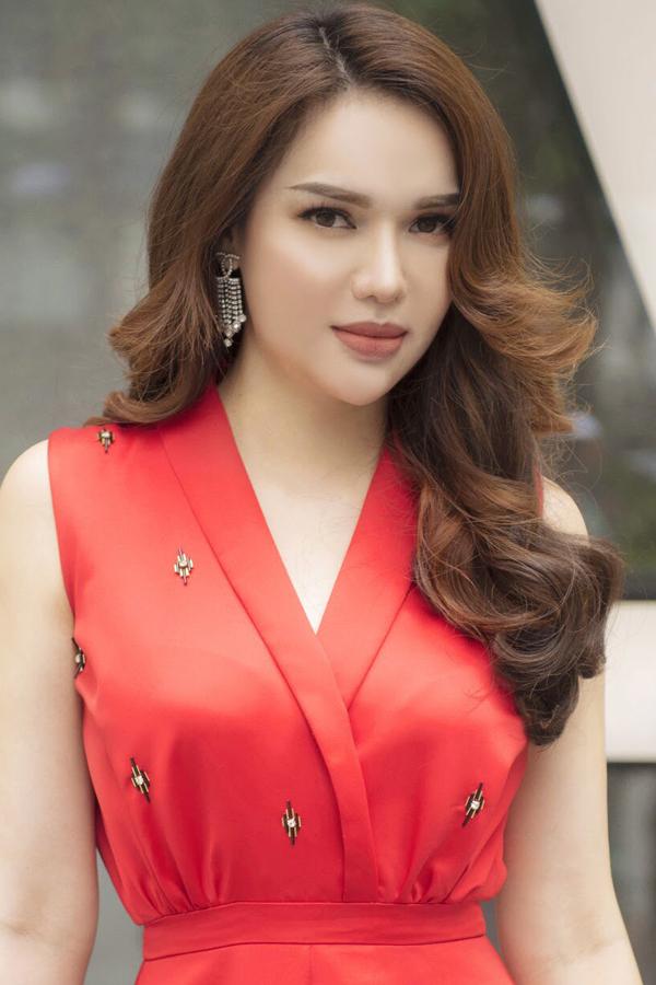 Hoa hậu Đông Nam Á Diệu Hân gợi ý 3 màu son đất an toàn cho mọi tone da