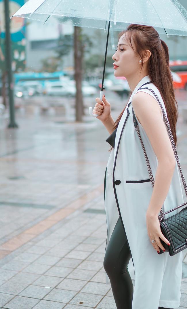 Phương Oanh 'Quỳnh búp bê' khoe style cá tính ở Hàn Quốc