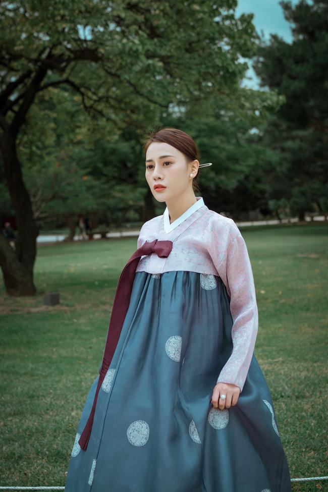 Phương Oanh 'Quỳnh búp bê' khoe style cá tính ở Hàn Quốc - 9