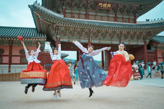 Phương Oanh 'Quỳnh búp bê' khoe style cá tính ở Hàn Quốc - 10