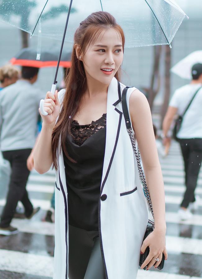 Phương Oanh 'Quỳnh búp bê' khoe style cá tính ở Hàn Quốc - 2