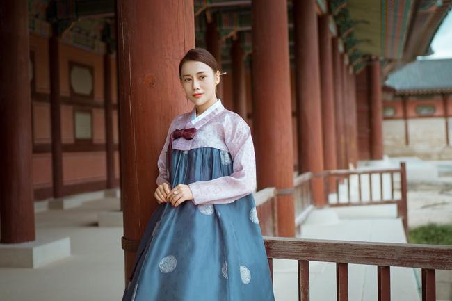 Phương Oanh 'Quỳnh búp bê' khoe style cá tính ở Hàn Quốc - 7
