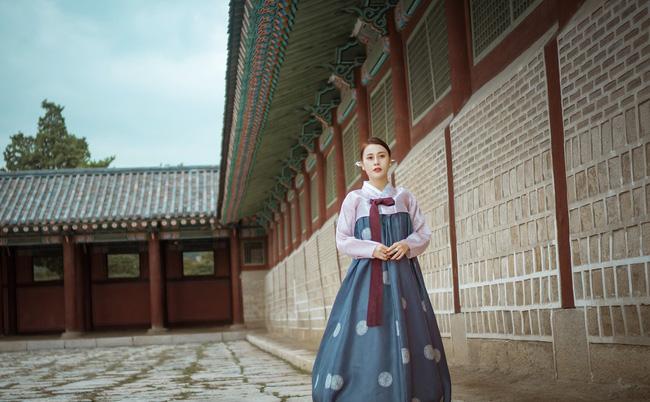 Phương Oanh 'Quỳnh búp bê' khoe style cá tính ở Hàn Quốc - 8