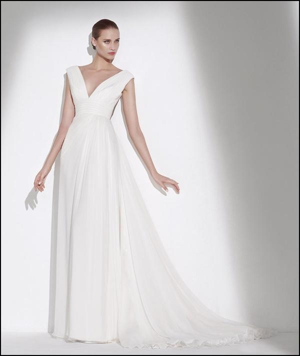Chỉ cao 1m50 vẫn mặc váy cưới đẹp lộng lẫy