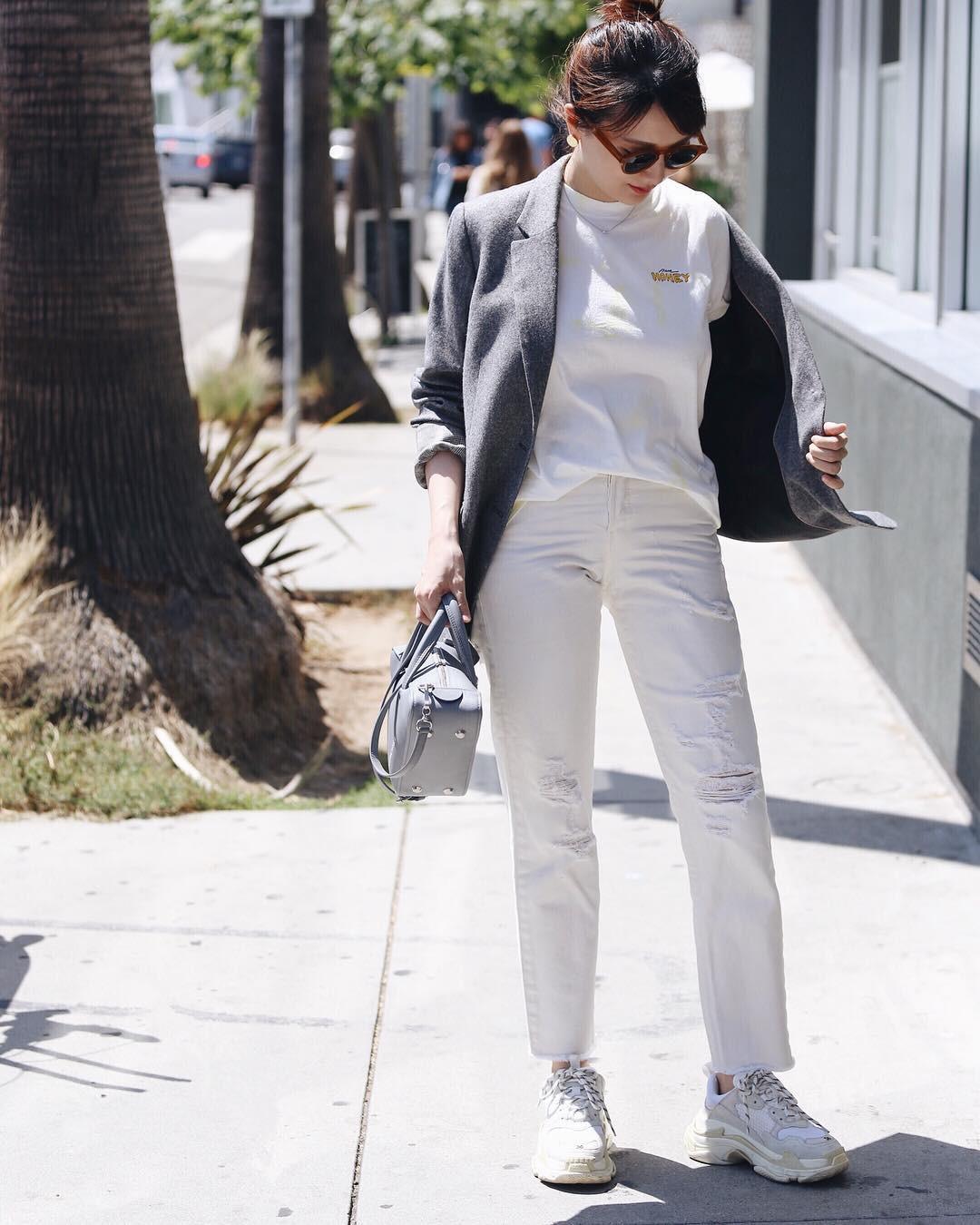 Có một kiểu quần mà các nàng cứ diện lên sẽ trẻ trung và nữ tính hơn bội phần, đó chính là quần jeans trắng - 15