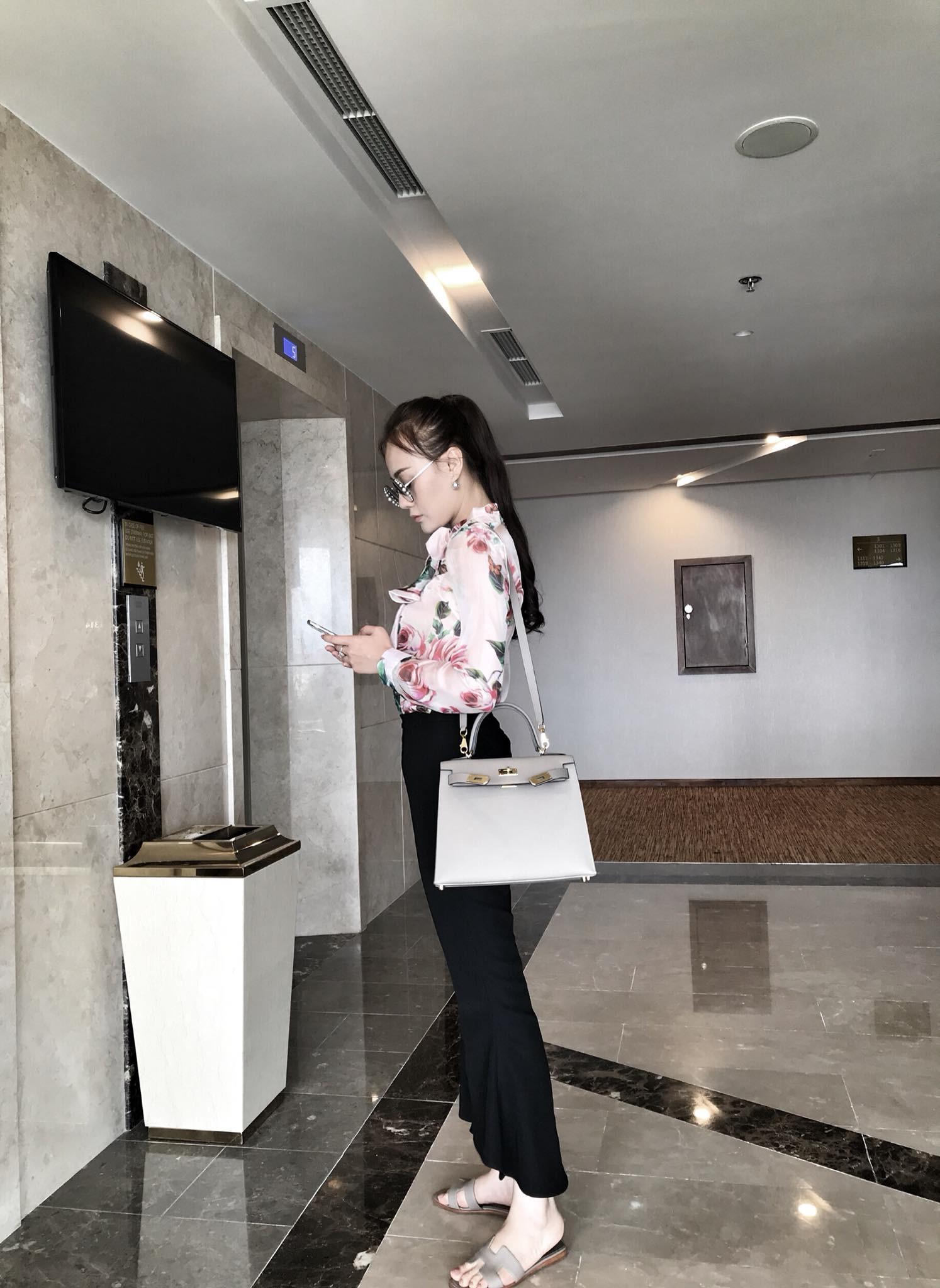 Đã không còn là 'gái quê nghèo khổ', Quỳnh Búp Bê ngoài đời có hẳn đồng hồ 400 triệu và tủ túi hiệu cao cấp - 1