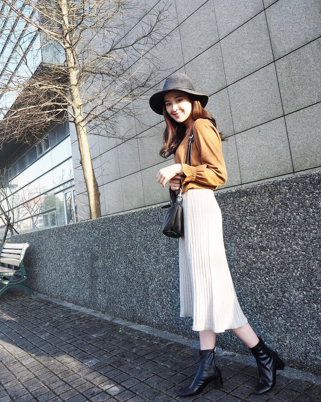 Váy/chân váy mix cùng boots: Công thức mùa lạnh năm nào cũng hot nhưng mặc thế nào để vừa đẹp lại tôn dáng?